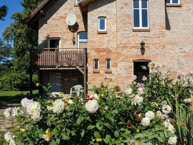 FeWo im Großbauernhaus nahe Rostock - Bentwisch - Apartament