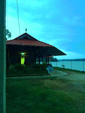 River Side Stay - Kodagu - Huvila