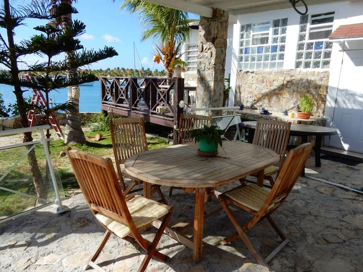 House with one bedroom in Saint-Martin, with wonderful sea view, furnished garden and WiFi - 100 m from the beach