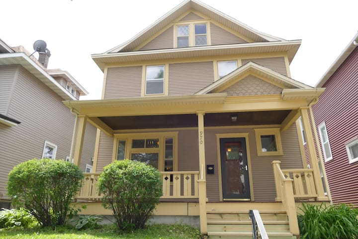 Comfortable, finished lower level. Great Location! - Saint Paul - House