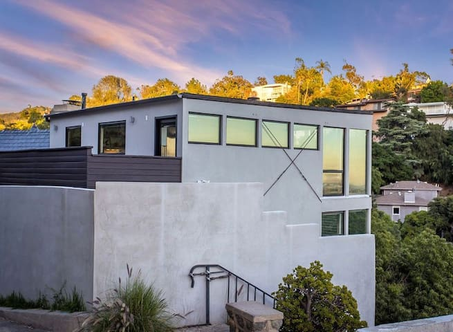 Modern Hills Retreat Stunning Views of Hollywood