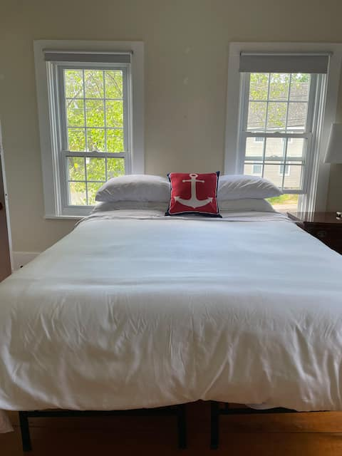 Private 1BR guest suite #1 in a traditional home