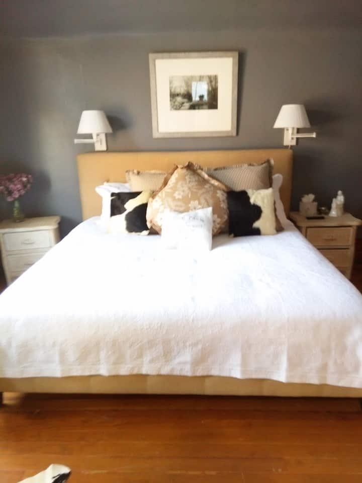 Magic Bedroom (4) with balconey