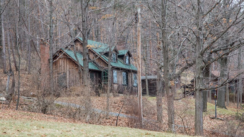 This Cabin has Soul + a great view - Middlesex - บ้าน