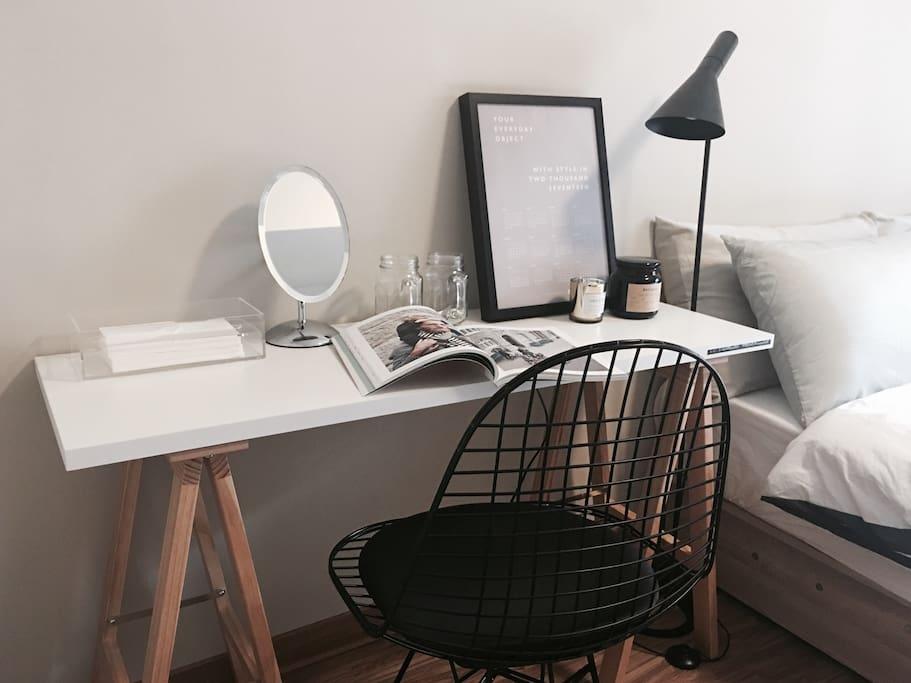 臥房梳妝桌椅
