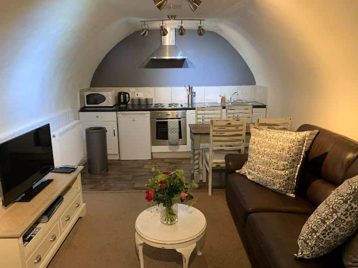 Ivy Vault - Central Bath, Charming Apartment