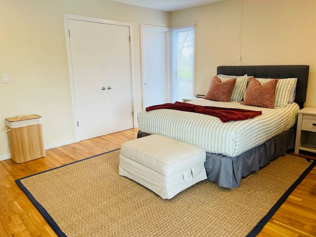 Jack and Jill Teal room with queen and pool access.  Portal full height pullout trundle can be placed in this room with ample space for flexible sleeping arrangements.
