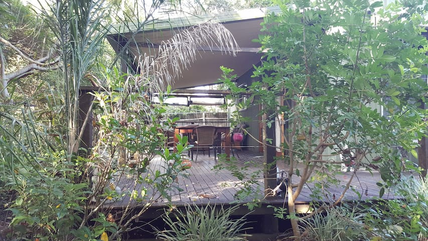 RiverDeck Cottage, Yandina
