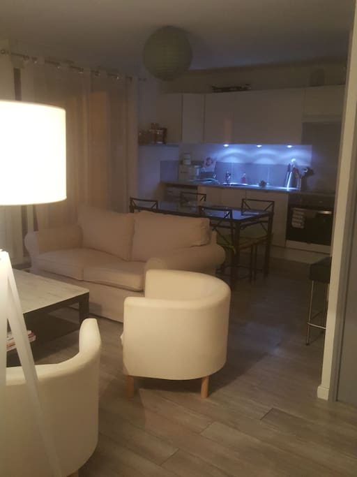 Jolie t2 avec jardin apartments for rent in salon de for Rent a car salon de provence
