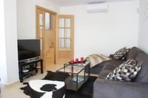Wohnzimmer mit gr. Fernseher
