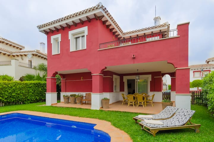 -NEW-Fantastic Villa with private pool @ GolfClub