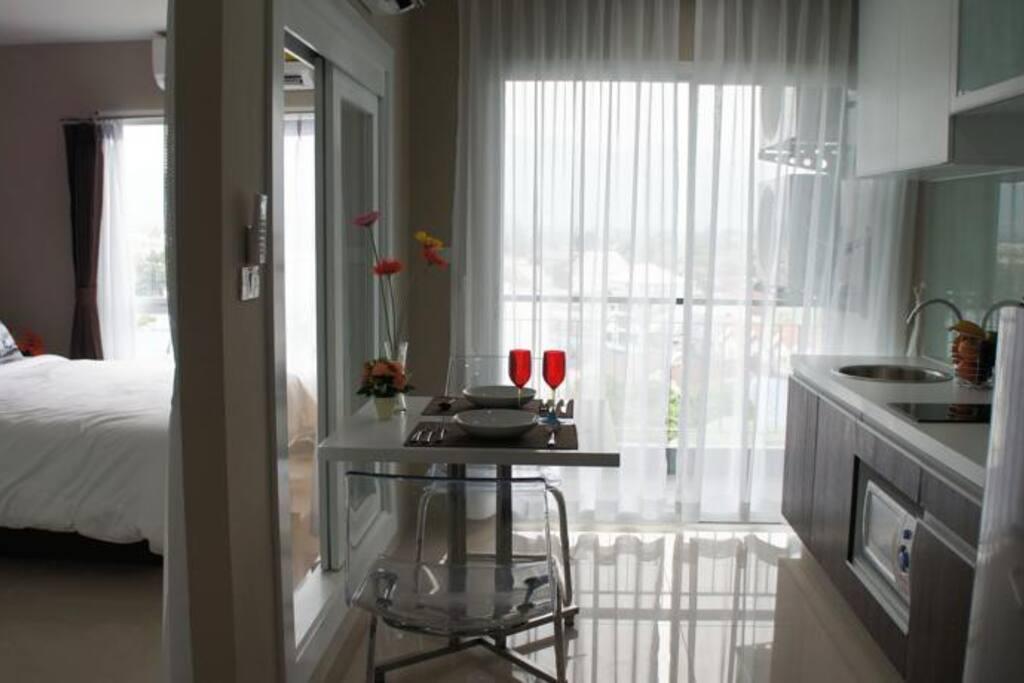 Кухня столовая и отдельная спальня