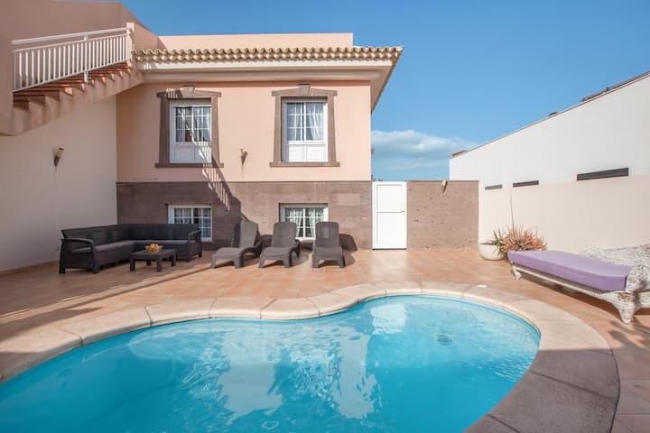Villa Orquídea  with Sea View, Pool, Garden & Wi-Fi