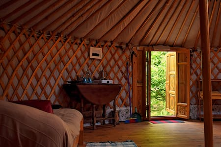 All comfort yurt in ecological reserve - Jurta