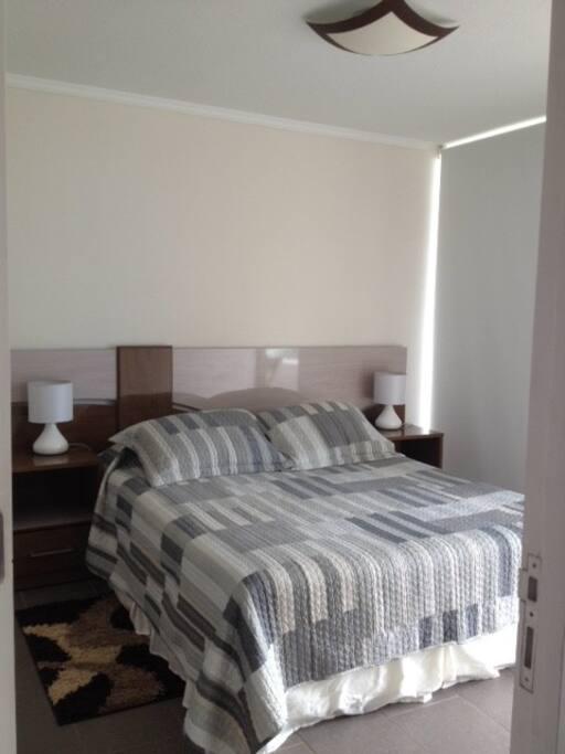 1 cama matrimonial. 1 double bed.