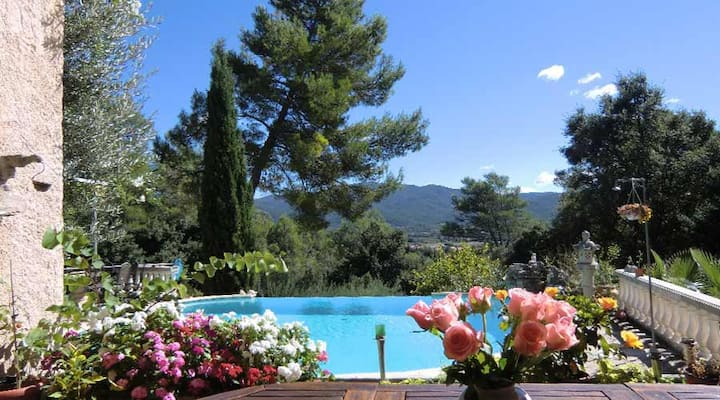 Beautiful Secluded Villa in Provence w/ pool