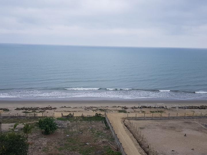 Amplio departamento frente al mar Tonsupa