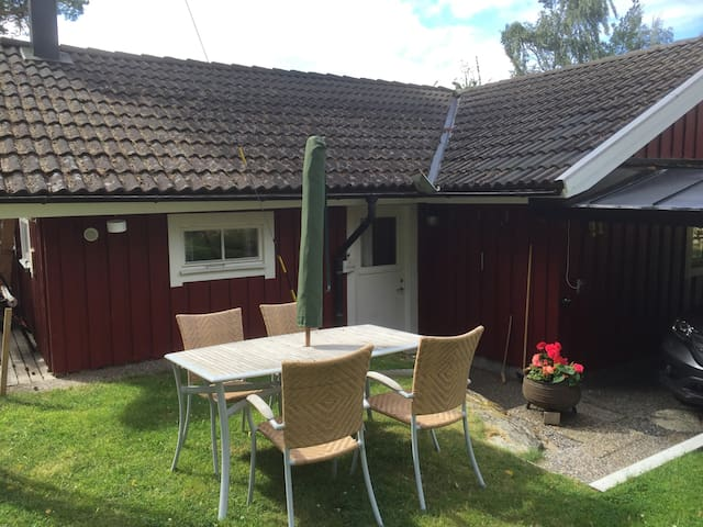 Mysig liten stuga på Kållandsö - Lidköping - Srub