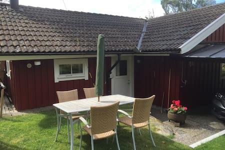 Mysig liten stuga på Kållandsö - Lidköping