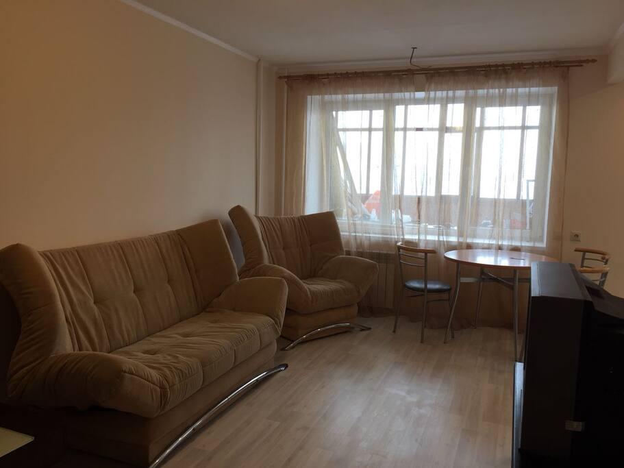 Большая комната(диван для гостей)