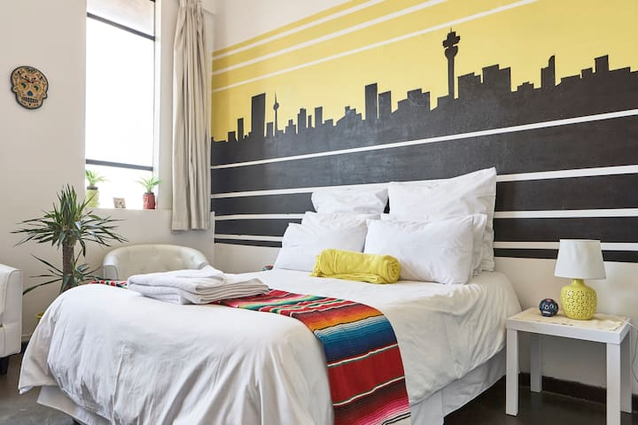 Bright Studio in Joburg City Centre, Safari option