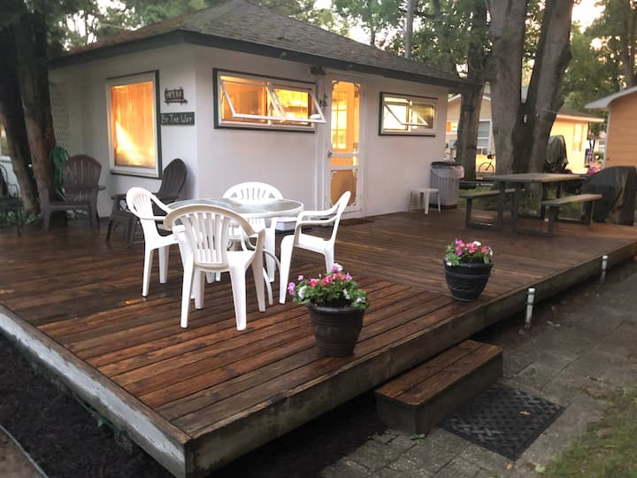 Silver Lake Cottage - Heated pool & A/C! Sleeps 8