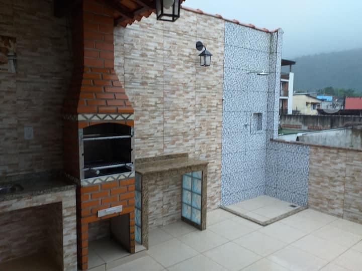 Alugo casa no Perequê com área de churrasco e wifi