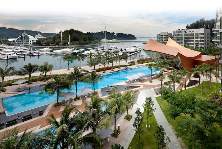 Next to Sentosa & CBD Luxury Condo 3-Bed Apartment