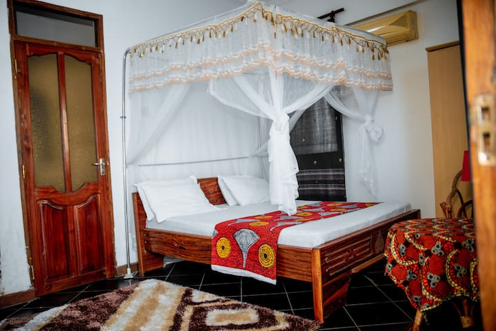 Spacious self contained room fitted  with air conditioning.  It has its own  balcony  with  a beautiful  view and cool breeze from the Indian Ocean.
