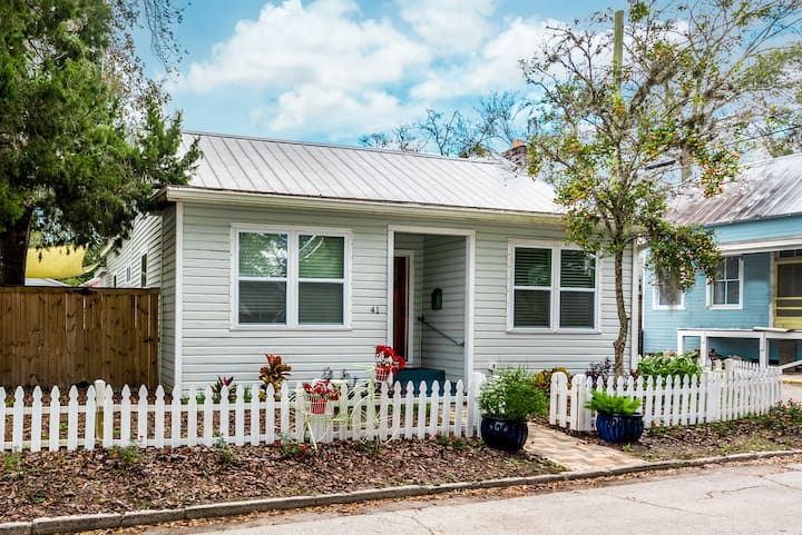 Charming Downtown Historic Cottage