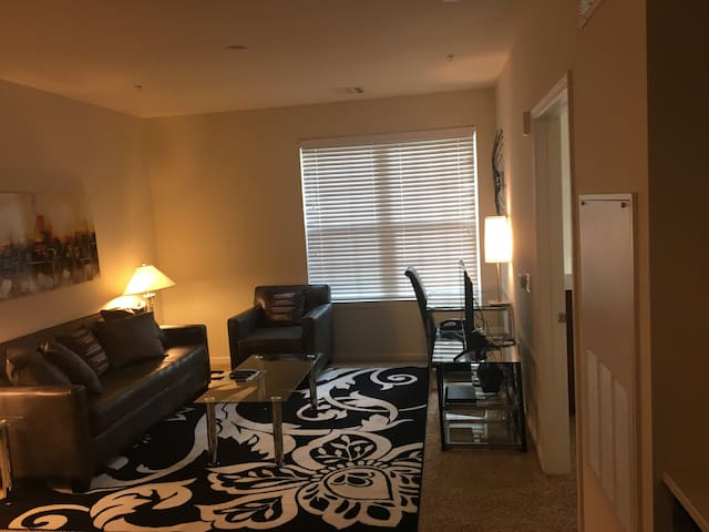 Beautiful 2-BR in Morristown near NYC!