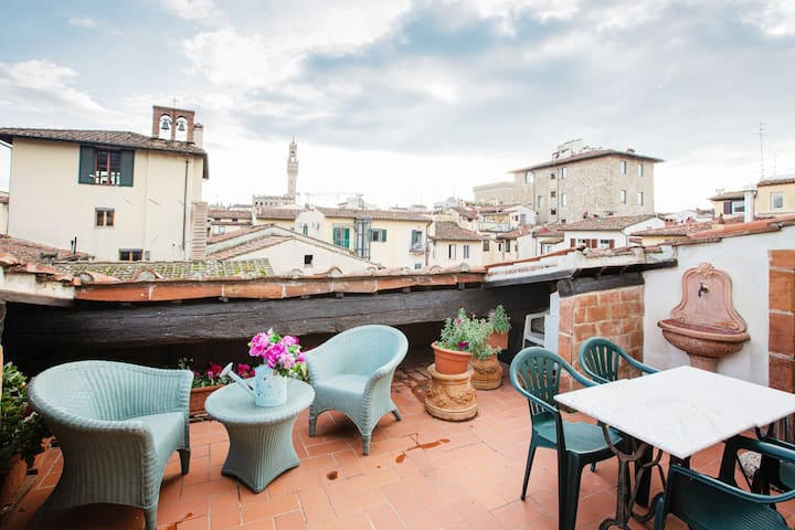 LM!Quiet Penthouse with terrace,lift by the Duomo