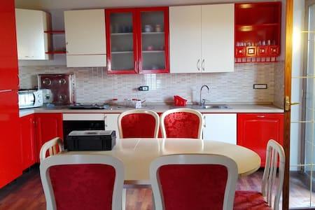 ELEGANTE  E DELIZIOSA MANSARDA - Soverato Superiore - Apartment