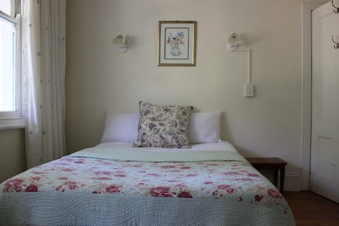 Sugar Hill Manor Guesthouse. Room 5.