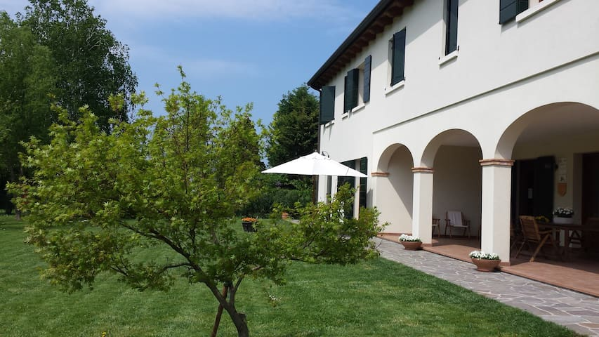Modern Comfort Double room only 15 min from Venice