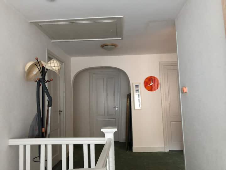 Ruime 2p Kamer met eigen badkamer, Zeist-Centrum