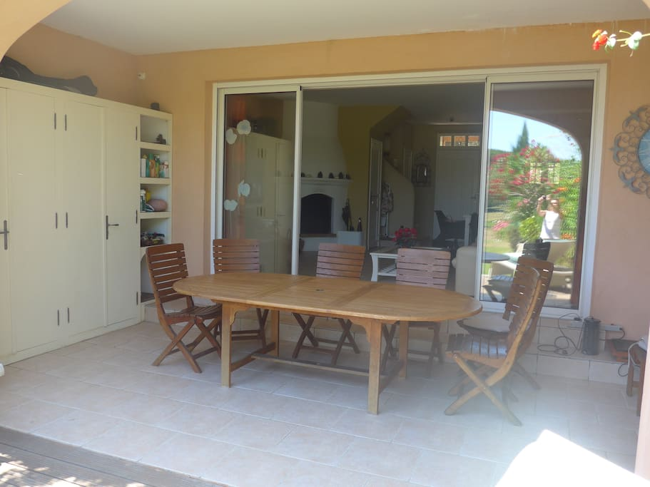 Cool dining al fresco and lots of storage for sports equipment