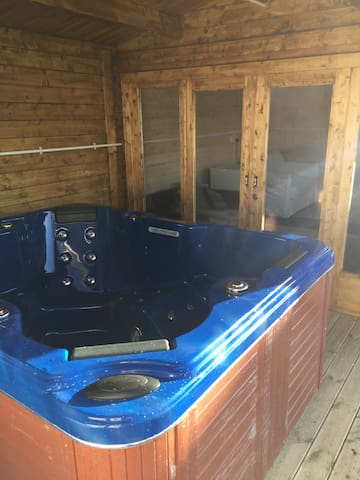 Cabin by Beach for two in Prestatyn with Hot Tub