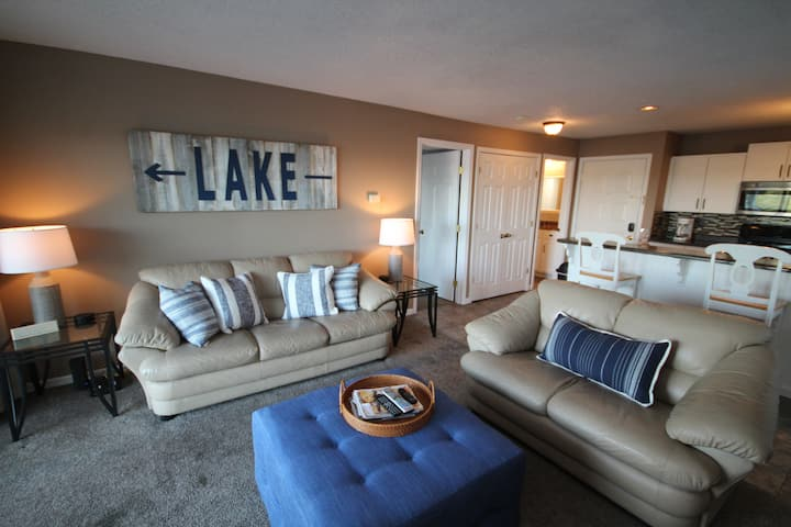 Beautiful Lake View! Walk in Condo. Fresh Decor!