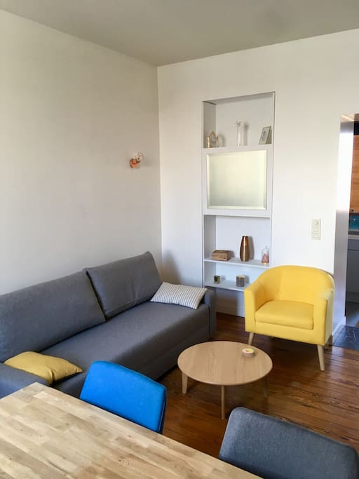 Salon (canapé convertible) / Living room (sofa bed)