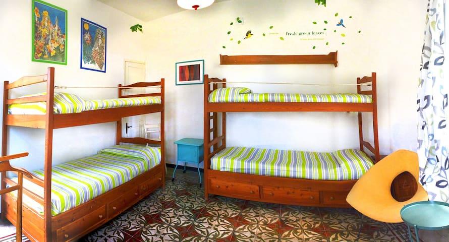 La camera da letto dei ragazzi / ospiti, dotata di 4 posti letto.