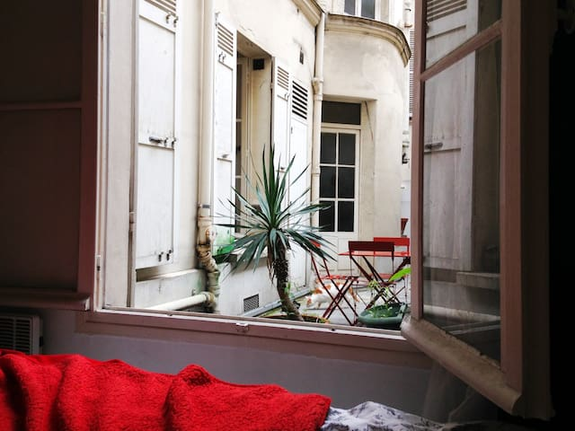 Cute Love Nest-Private Courtyard-Calm & Charmfull - Paris - Daire