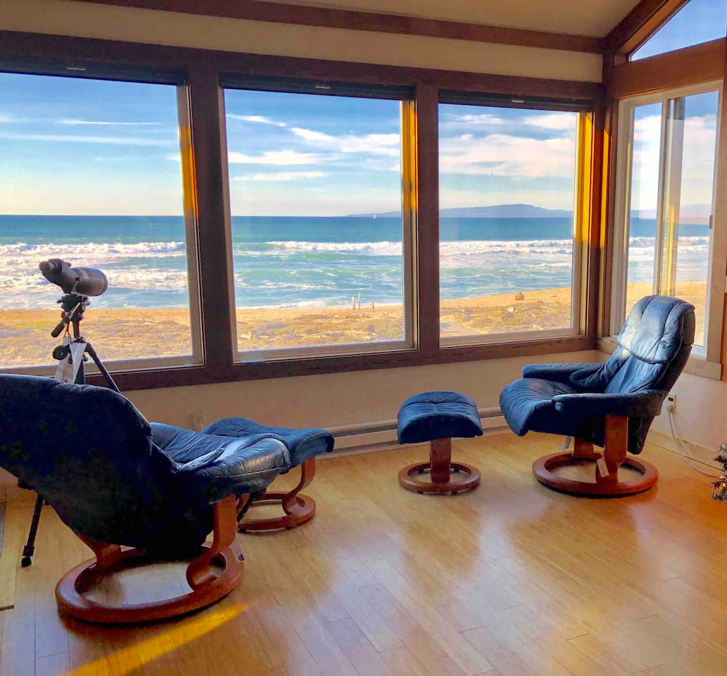 Unobstructed and panoramic view of ocean and beach. Ekornes stressless recliners.