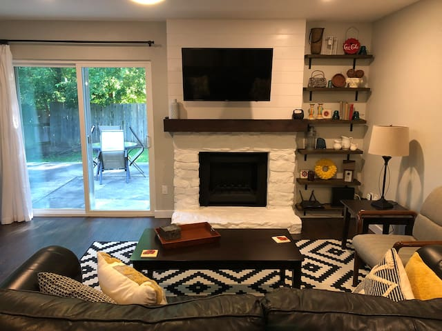 Super Charming South Austin Home Away from Home