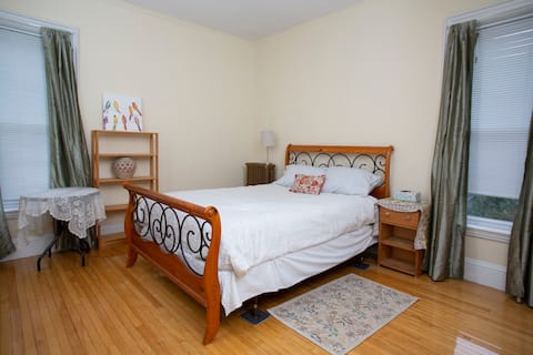 2nd Floor, Spacious Private Room, Elm Park Area
