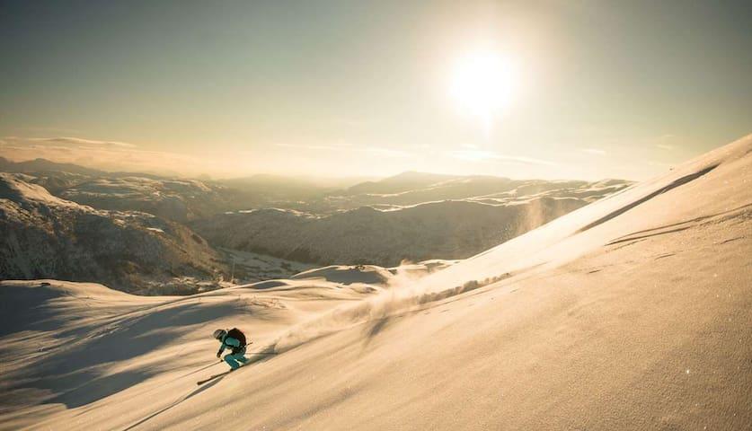 Ski inn ski out i nydelige Myrkdalen
