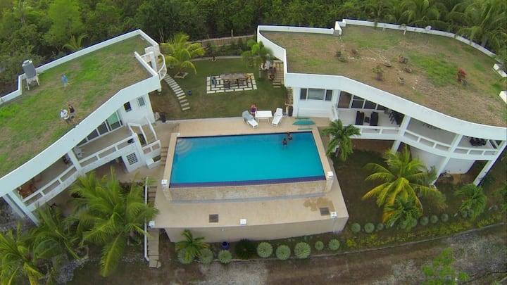 Twin Villas. Your slice of paradise! Sleeps 3