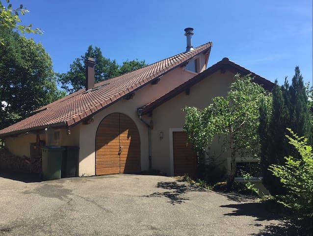 Maison d'architecte à St Quirin, en bord de forêt