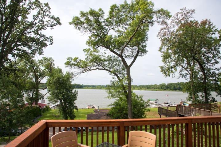 Beautiful Lake View Home on the Chain O'Lakes
