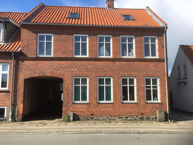 Hyggelig  2 V lejlighed i Præstø by - Præstø - Apartamento